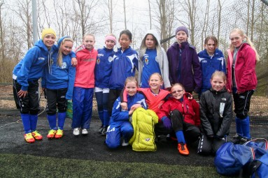 Frosne jenter paa cup