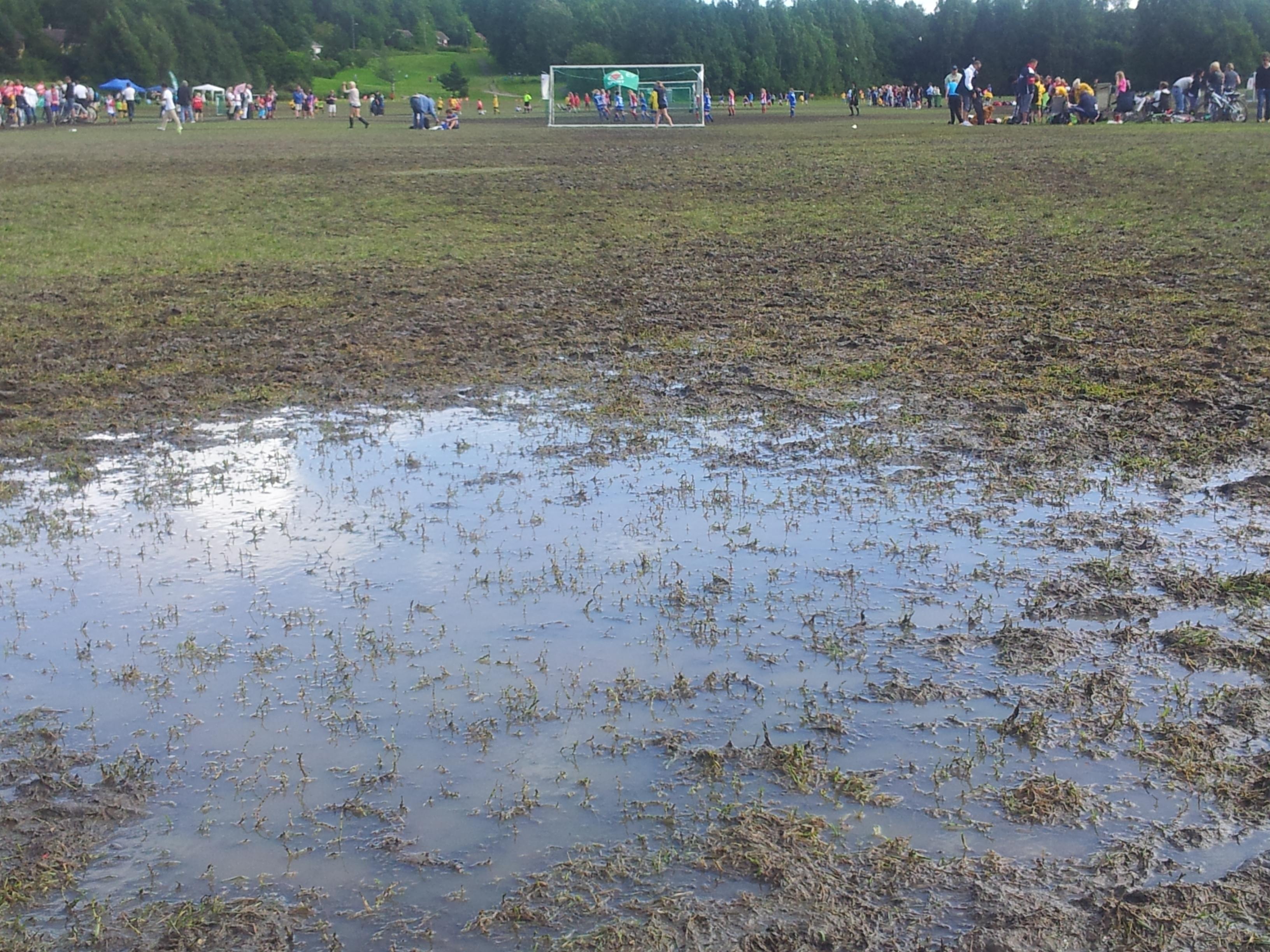 Her skulle jentene ha spilt fotball...