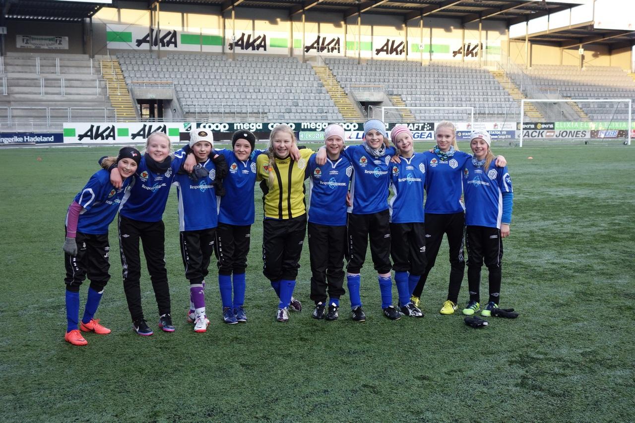 Glade jenter etter seier mot Hønefoss
